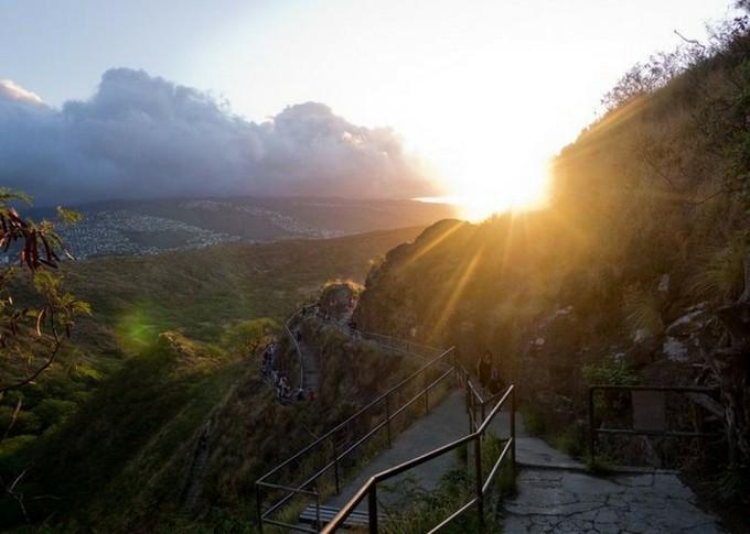 朝日の登山道