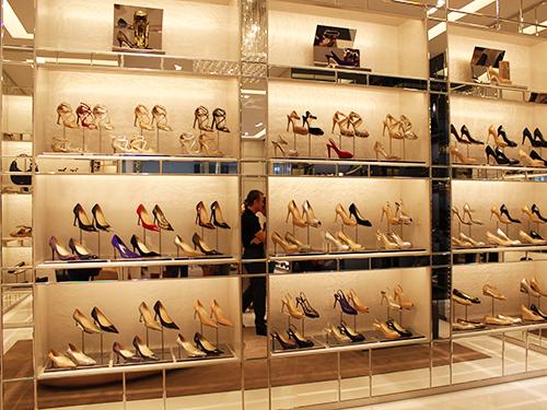 ジミーチュウの靴