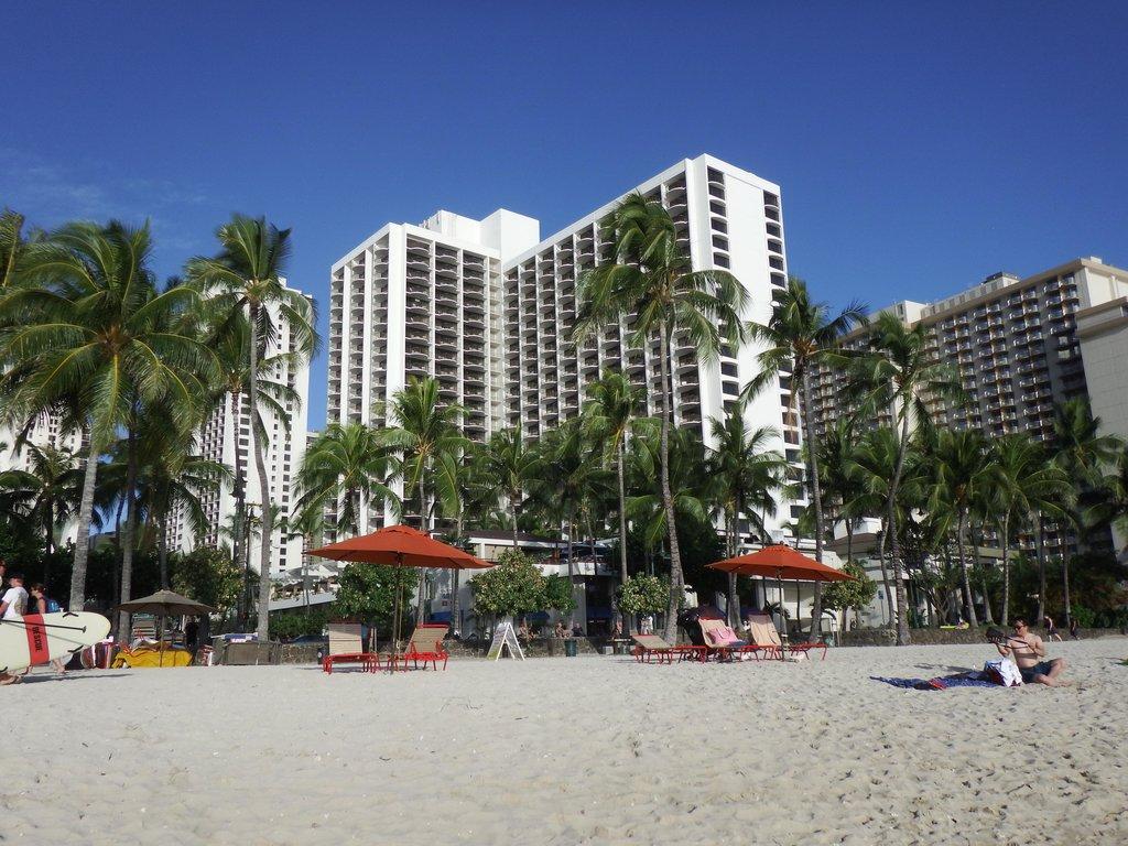マリオットホテルをビーチから