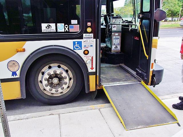 車椅子対応型のバス