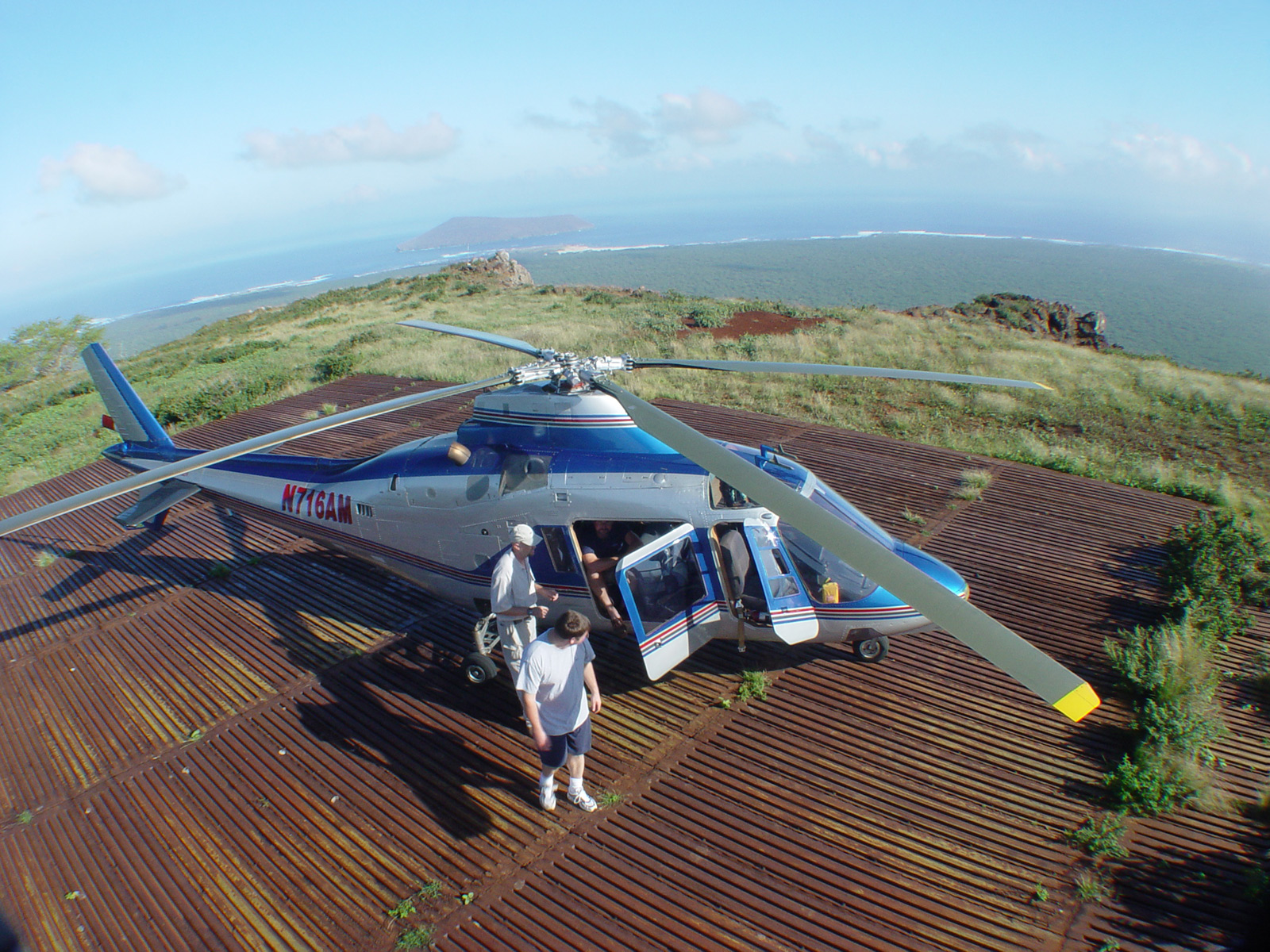 ニイハウ島までのヘリコプター