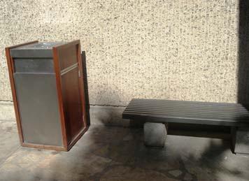 屋外の灰皿3