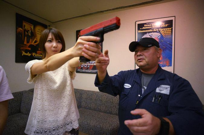 女性の銃撃