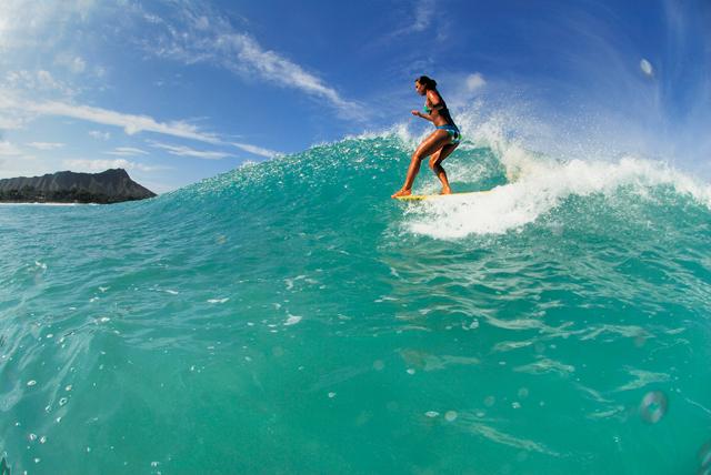 ハワイでサーフィン