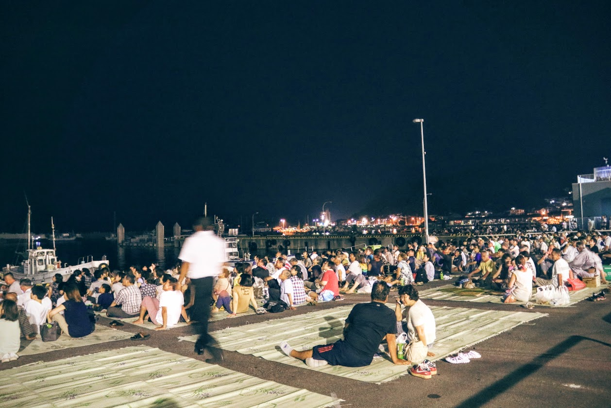 夜の桟敷席