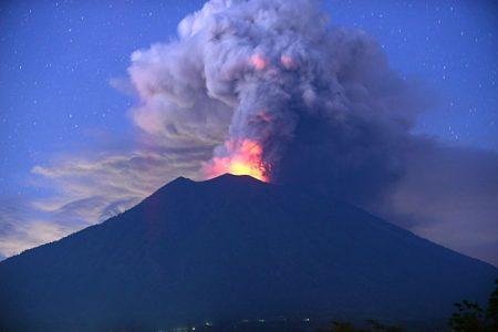 バリ島 火山噴火 アグン山噴火