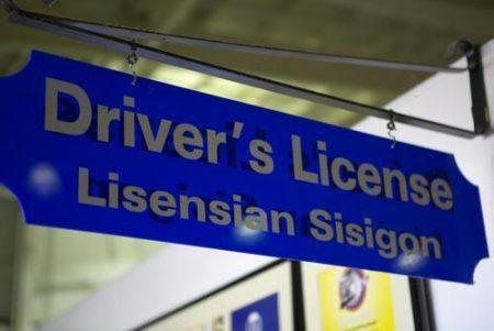 グアム レンタカー 免許
