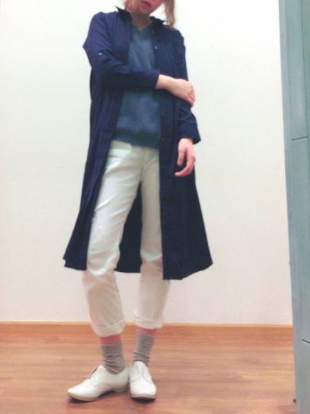 ネイビーシャツ コーデ