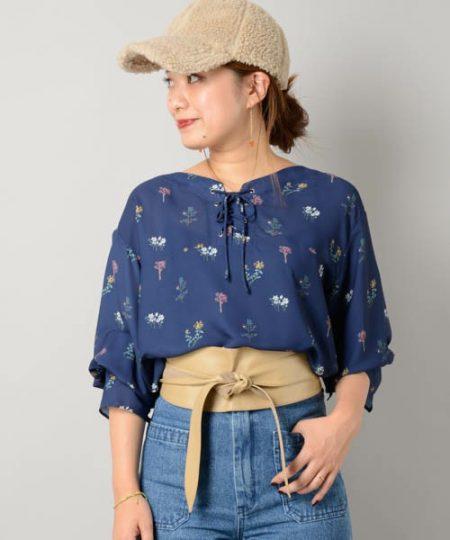 アパレル ネイビーシャツ 花柄