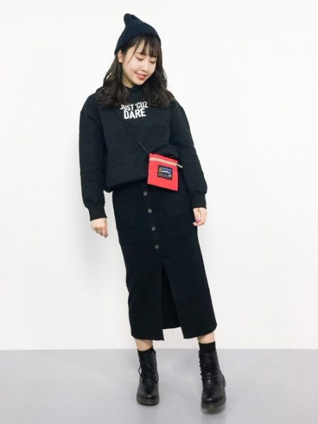 黒パーカー 黒スカート I