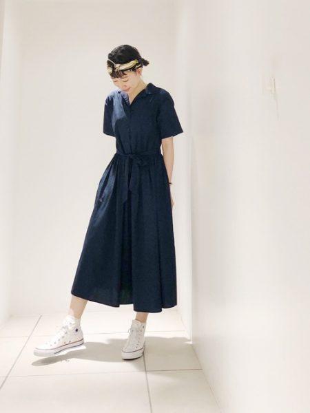 アパレル ネイビーシャツ ロングスカート