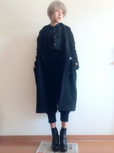 アパレル 黒シャツ スラックス
