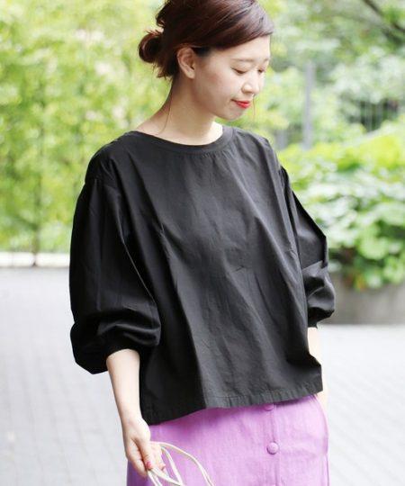 アパレル 黒シャツ パフスリーブロードシャツ