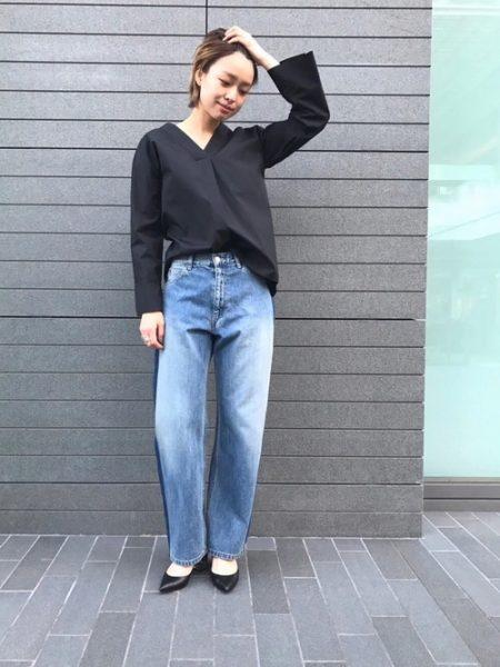 アパレル 黒シャツ サイドラインバギーパンツ