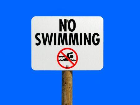 プーケット 雨季 遊泳禁止