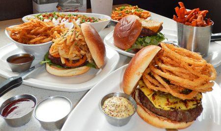 The Counter Custom Built Burger(ザ・カウンター・カスタム・ビルト・バーガー) のカスタムバーガー