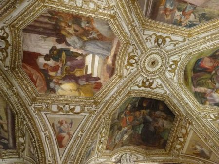地下礼拝堂の天井
