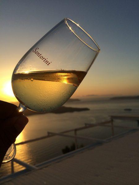 サントリーニ島の白ワイン