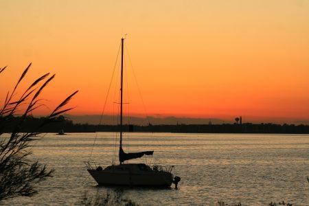 ヨットからみた夕日