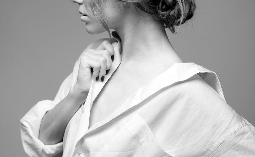 白シャツ コーデ 女性