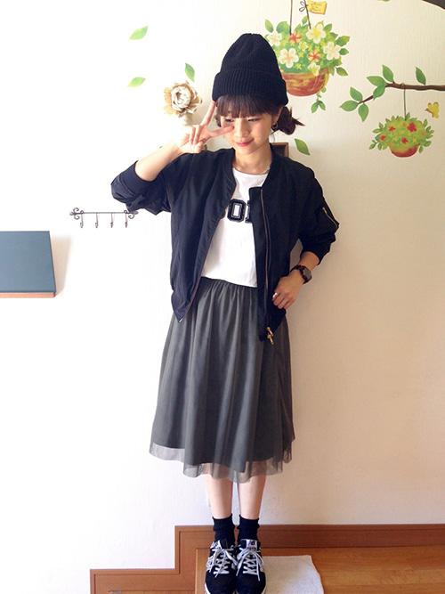 MA-1 × Tシャツ × チュールスカート × スニーカー