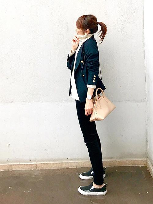 紺テーラードジャケット × ニット × レギンス