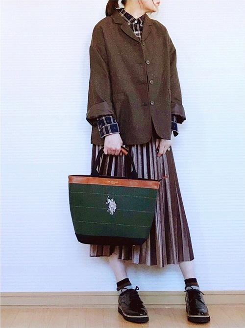 テーラードジャケット × チェックシャツ × プリーツスカート