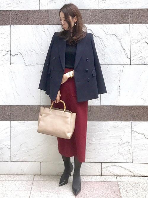 テーラードジャケット × ニット × ミディアム丈スカート