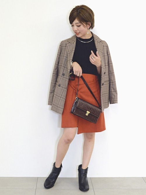 テーラードジャケット × ミニスカート