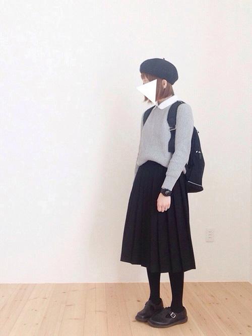 ニット・セーター × 無地スカート × リュック(ブラック)