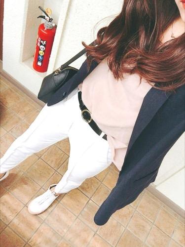 白パンツ ネイビーテーラードジャケット