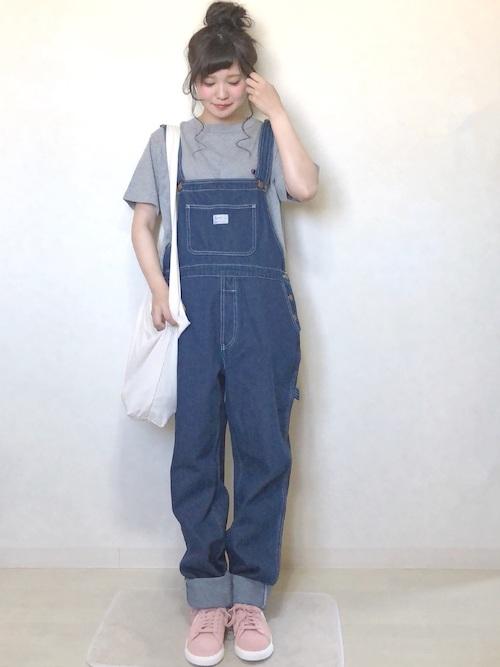 Tシャツ × スニーカー × オーバーオール