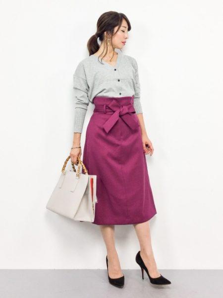 グレーカーディガン ピンクスカート