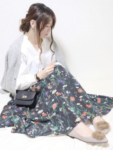 グレーカーディガン 花柄スカート