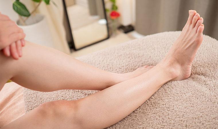 除毛を終えたつるつる肌の女性の脚