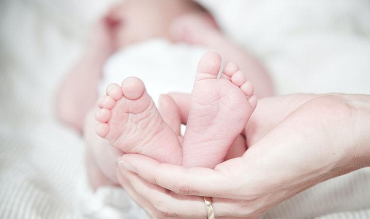 赤ちゃんの柔らかな足