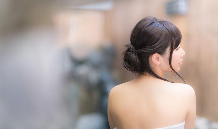 綺麗な背中の女性