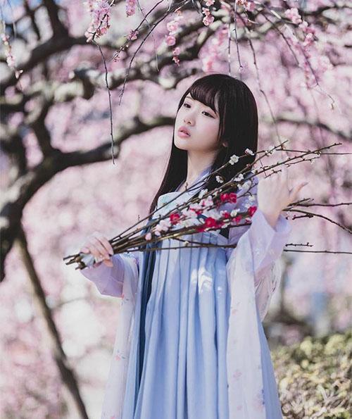 桜と天瀬音羽さん