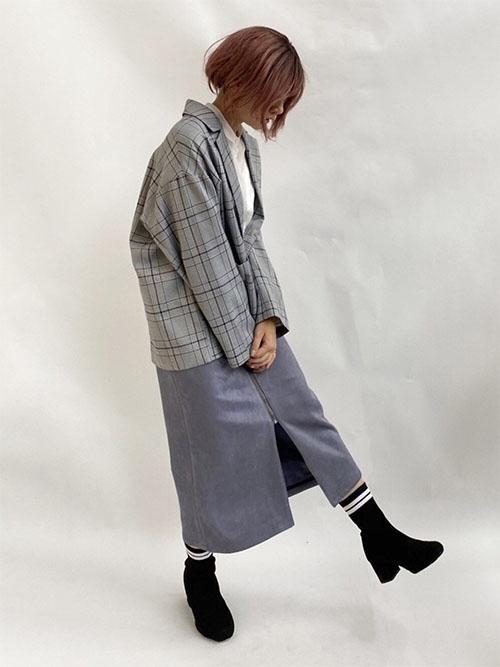 白ブラウス × チェックジャケット × フロントジップスカート × ソックスブーツ