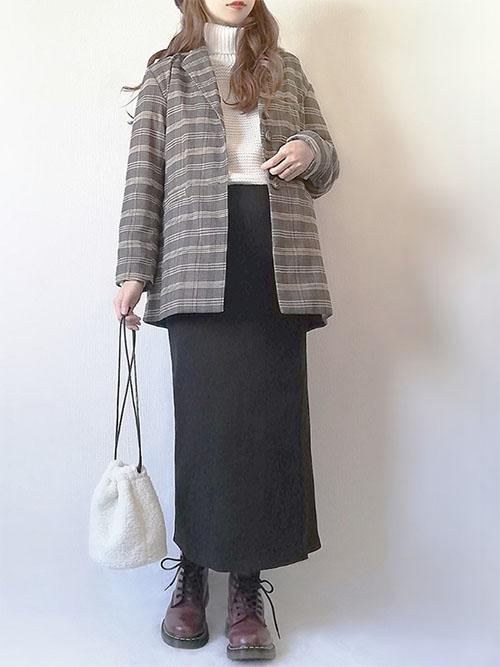 白タートルニット × チェックジャケット × 黒スカート × ブーツ