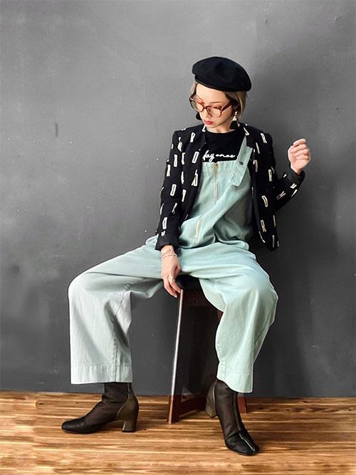 サロペッット × 黒ショートブーツ